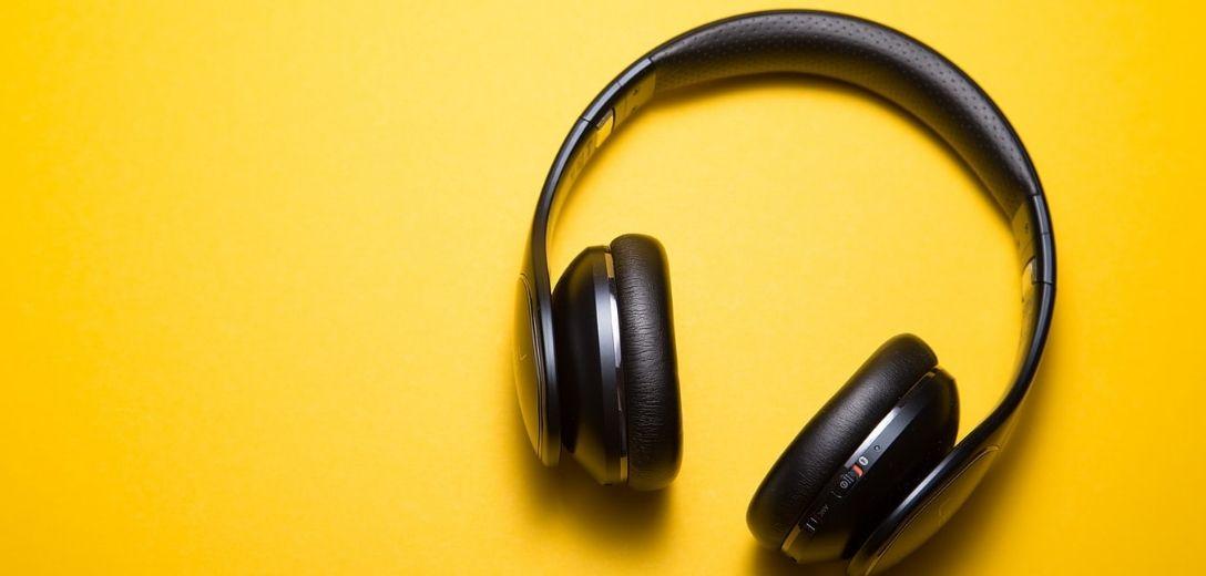 hoe-kies-ik--draadloze-hoofdtelefoon