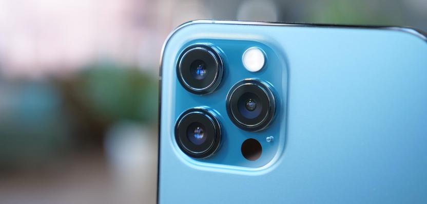 iPhone 12 Pro Max in Blau