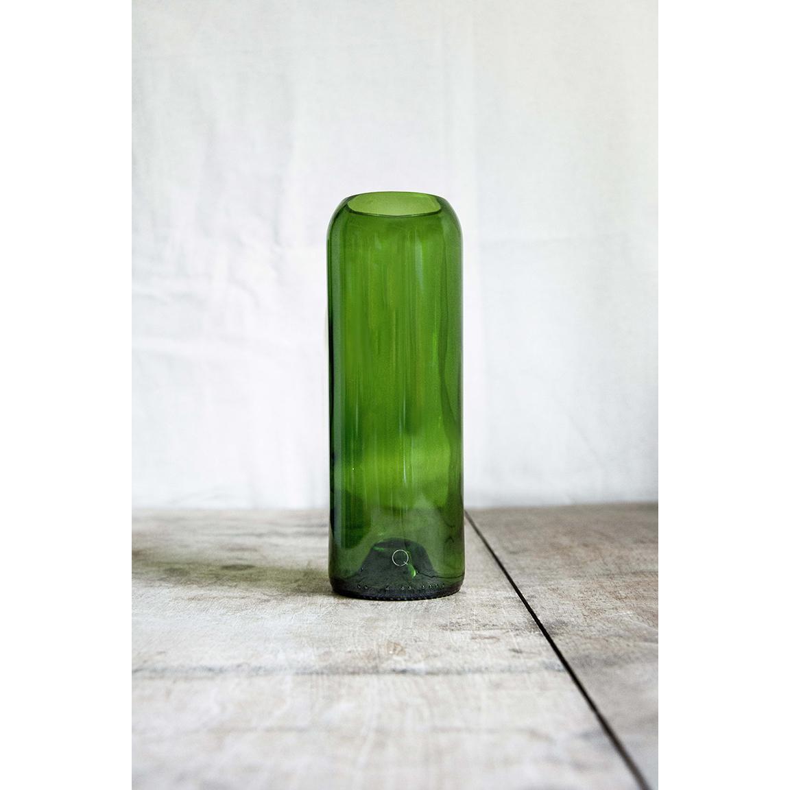Vase « Bouteille » vert, fabriqué à partir d'un cul de bouteille.