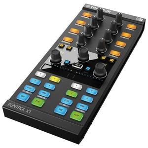 Native Instruments Traktor Kontrol X1 DJ-ohjain