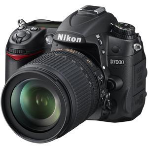 Spiegelreflexkamera Nikon D700 Schwarz + Objektiv Nikon Nikkor 18-55 mm f/3.5-5.6G