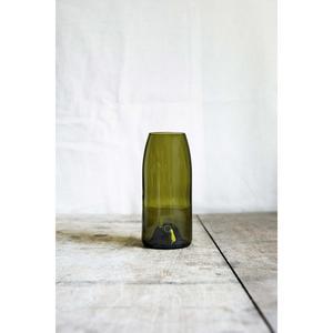 Vase « Fillette » sépia, fabriqué à partir d'un cul de bouteille.